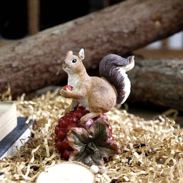 Resin Lifelike Painting Cute Squirrel Holding Pinecone Figurine