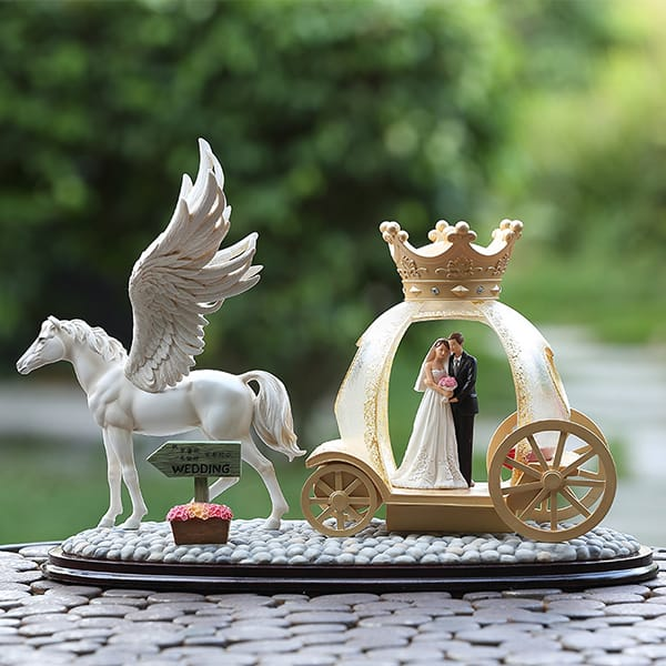 Luxury Flying horse Resin Wedding Couple Figurine