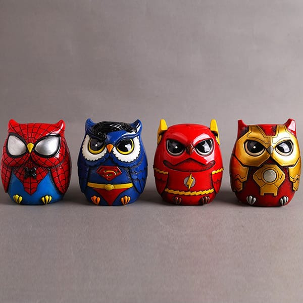 Resin cartoon owl figurine (4).JPG